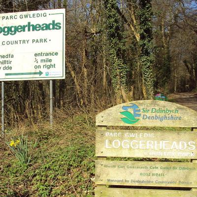 800px-Loggerheads_Country_Park_signs_-_DSC05435