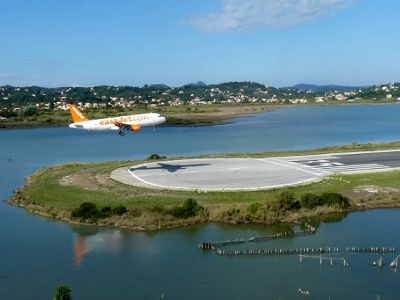 landing at corfu airport