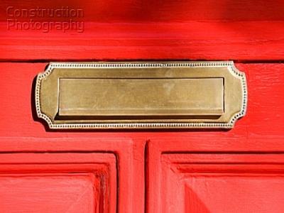 Letter_box_in_red_door