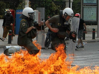Police battle Greek rioters in Athens