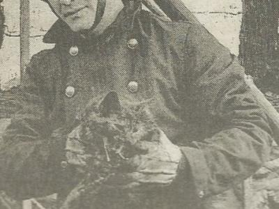 Scan_20170414 firemen with rescued cat