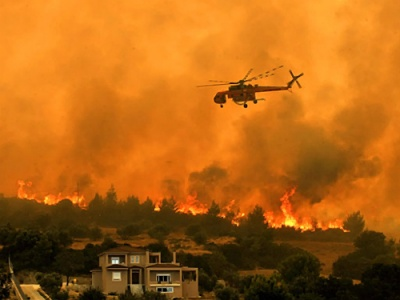 Wildfire threatens Greek homes